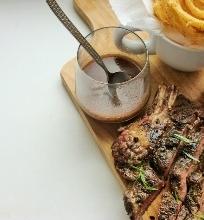 Mėsos sulčių ir raudonojo vyno padažas