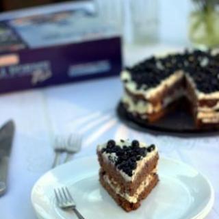 Tortas su mėlynėmisi