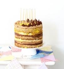 Bananins-riešutinis-šokoladinis tortas