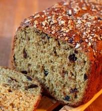 Duona su ąžuolo ekstraktu, saulėgražomis bei džiovintomis slyvomis