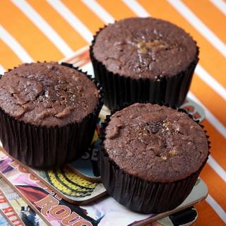 Šokoladiniai keksiukai su sūria karamele