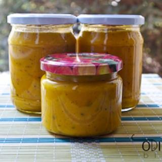 geltonųjų pomidorų padažas su morkomis