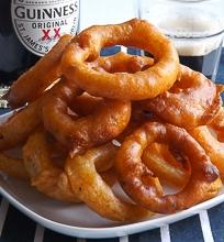 Svogūnų žiedai alaus tešloje
