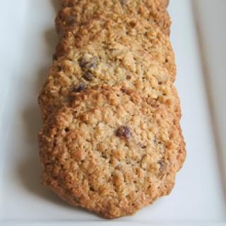 Avižiniai sausainiai su lazdynų riešutais