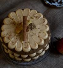 Obuolių tortas su karameliniu kremu