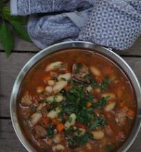 Aštri ir soti pupelių sriuba