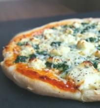 Pica su varške ir špinatais