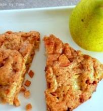 """""""Skounsai"""" (scones) su obuoliais ir cinamonu"""