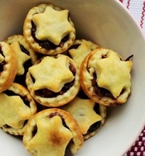Kalėdiniai trapios tešlos pyragaičiai (Mince Pies)