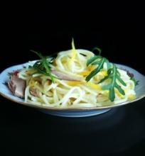 Makaronai su tunu ir citrinų padažu