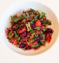Aštrus morkų ir raudongūžių kopūstų salotos