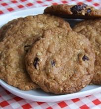 Sausainiai su spanguolėmis ir baltu šokoladu