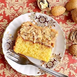 Dvisluoksnis riešutinis pyragas