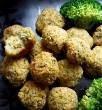 Žirnių ir brokolių falafeliai