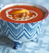 Rachel krėminė pomidorų sriuba su traškiais citrininų avinžirniais