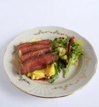 Jautienos steikas su bulvių koše ir vyno padažu