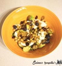 Neįprastos, sveikos, skanios špinatų, šilauogių ir mocarelos salotos