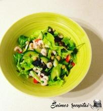 Sočios ir labai skanios krevečių salotos su braškėmis