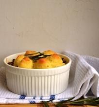 Kaimiškas žąsies pyragas su bulvių koše