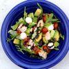 Kaprio salotos su vištiena ir avokadu