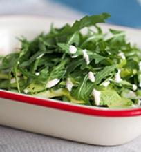 avokado ir agurkų salotos