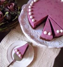 Juodųjų serbentų ir grietinėlės tortas