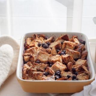 Duonos apkepas su klevų sirupu ir šilauogėmis