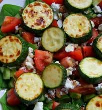 Karštos salotos su cukinijomis