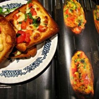Skrebučiai su mocarela ir pomidorais