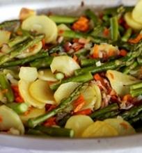 Šparagų ir daržovių troškinys
