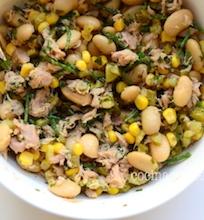 Tuno salotos su pupelėmis ir kukurūzais