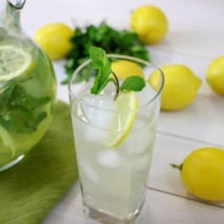 Gaivus gėrimas su mėta ir citrina