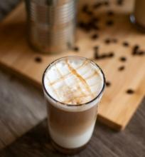 Šalta karamelinė kava