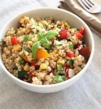 Kynvos ir daržovių salotos