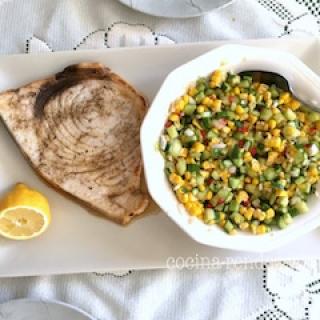 Kardžuvės kepsnys su kukurūzų salotomis