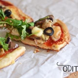 pica su triušiena ir mocarelos sūriu