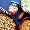 Saldžiarūgštė vištiena su ryžiais ir kiniškomis salotomis