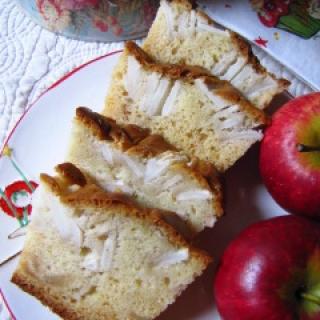 Kondensuoto pieno pyragas su obuoliais
