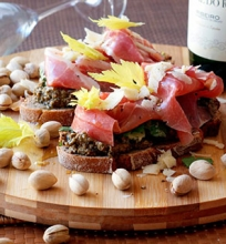Gurmaniškas sumuštinis su alyvuogių pasta