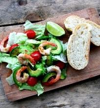 Salotos su krevetėmis ir avokadu