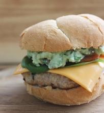 Vištienos burgeris su gvakamole