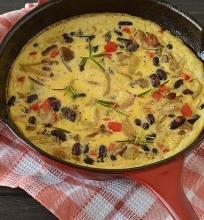 Orkaitėje keptas omletas su miško grybais ir pupelėmis