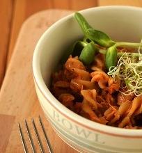 Makaronai su pomidorų padažu ir konservuotu tunu