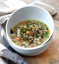 Jautienos, avinžirnių ir perlinių kruopų sriuba