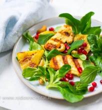 Grilinto halumi ir ananaso salotos