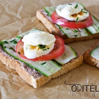 Sumuštiniai su žąsienos paštetu ir kiaušiniu