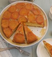 Apverstas abrikosų pyragas