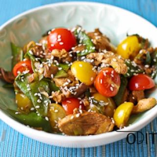 kepta vištienos krūtinėlė su daržovėmis