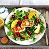 Halloumi, nektarinų ir vyšnių salotos
