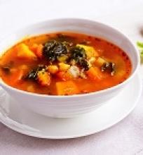 Saldžių bulvių ir lapinių kopūstų sriuba